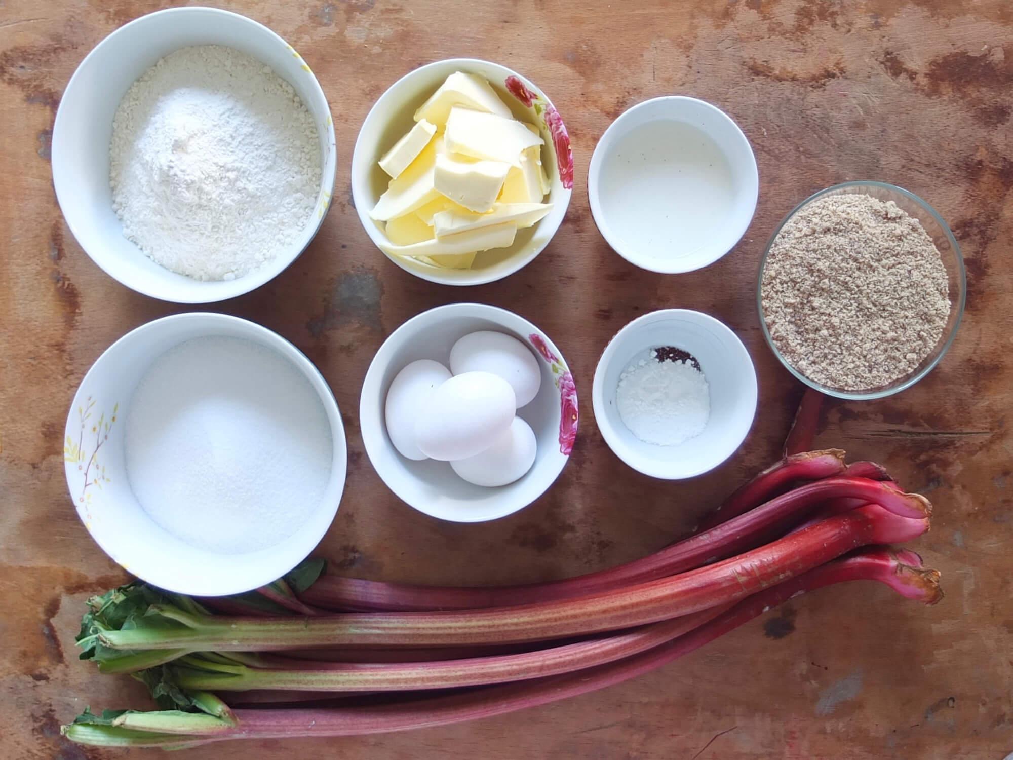 Zutaten Rhabarberkuchen mit Nussbaiser - La Crema Patisserie Foodblog Backblog