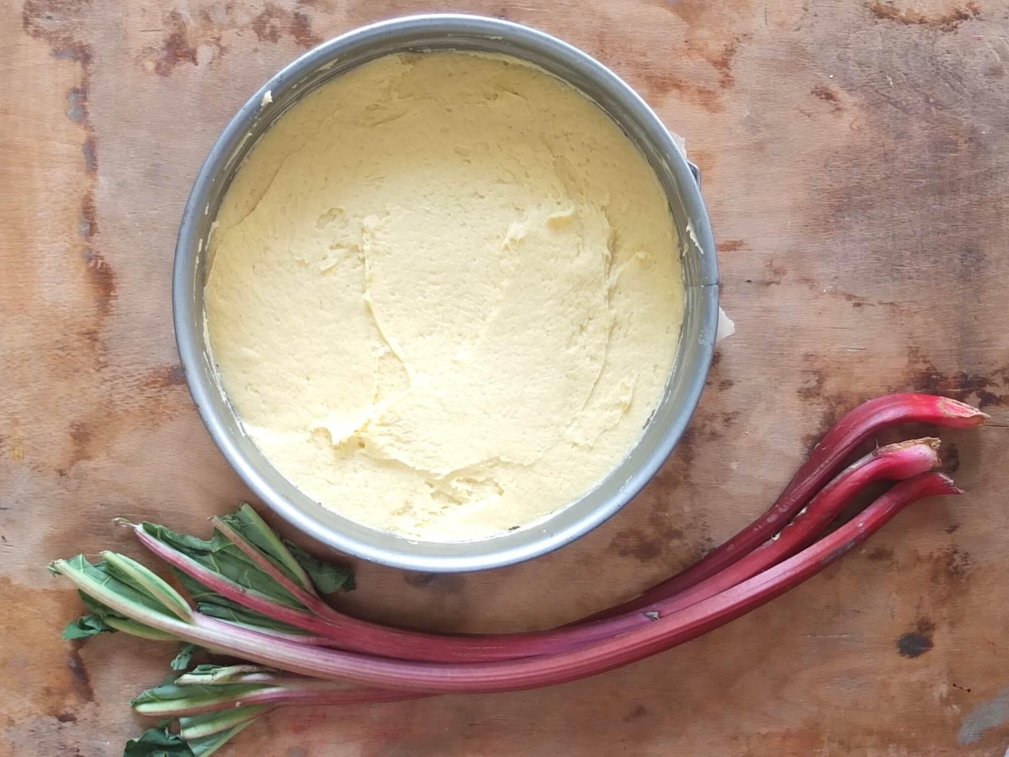 Zubereitung Rhabarberkuchen mit Nussbaiser - La Crema Patisserie Foodblog Backblog