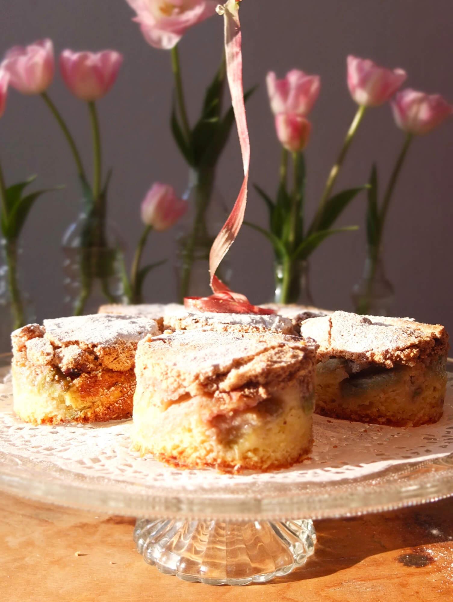 Rhabarberkuchen mit Nussbaiser - La Crema Patisserie Foodblog Backblog