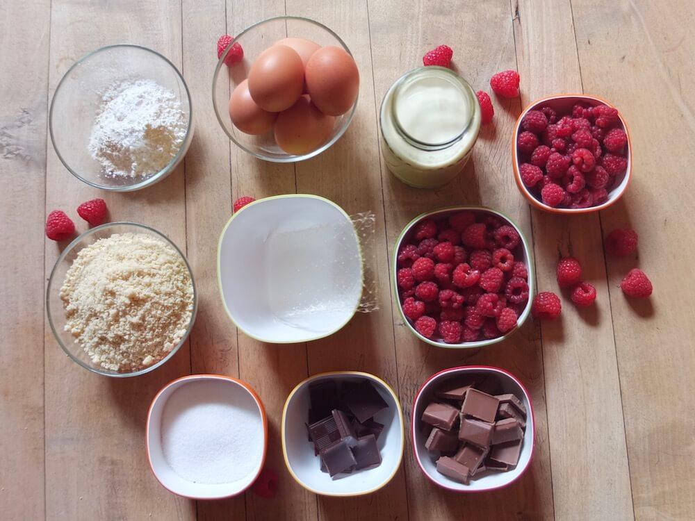 Zutaten Himbeere-Schoko-Torte mit Mandelbiskuit - La Crema Patisserie Foodblog Backblog