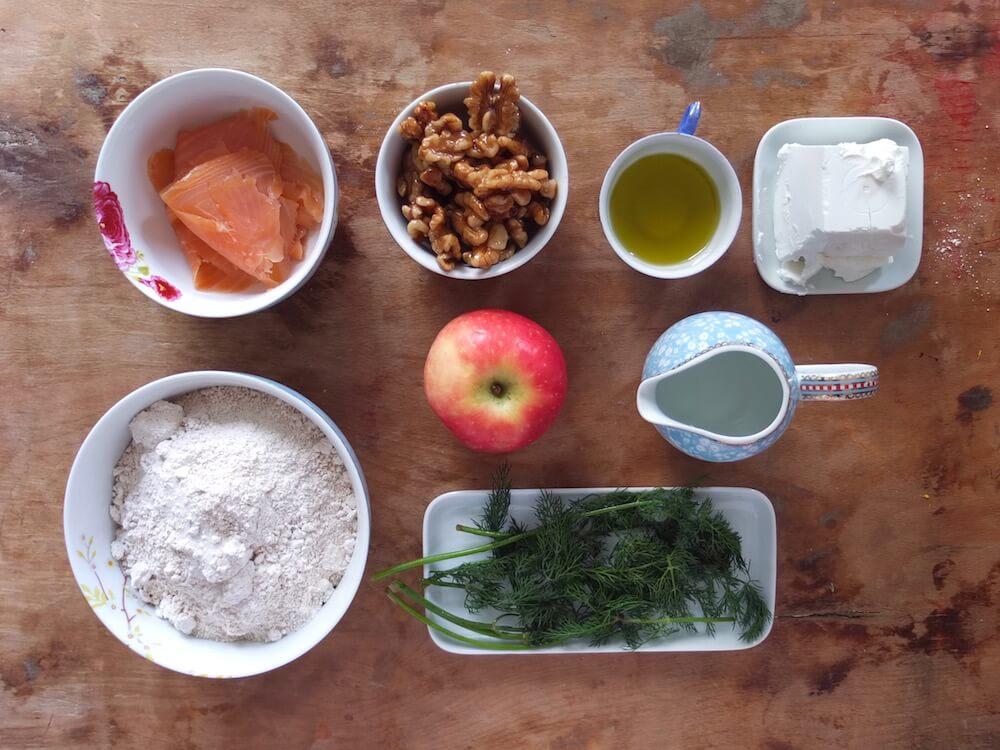 Zutaten Flammkuchen mit Räucherlachs und Ziegenfrischkäse - La Crema Patisserie Foodblog Backblog