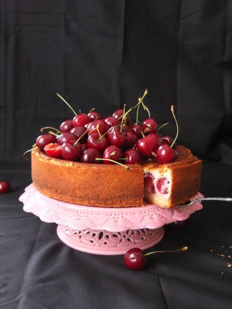 Käsekuchen mit Kirschen - La Crema Patisserie Foodblog Backblog