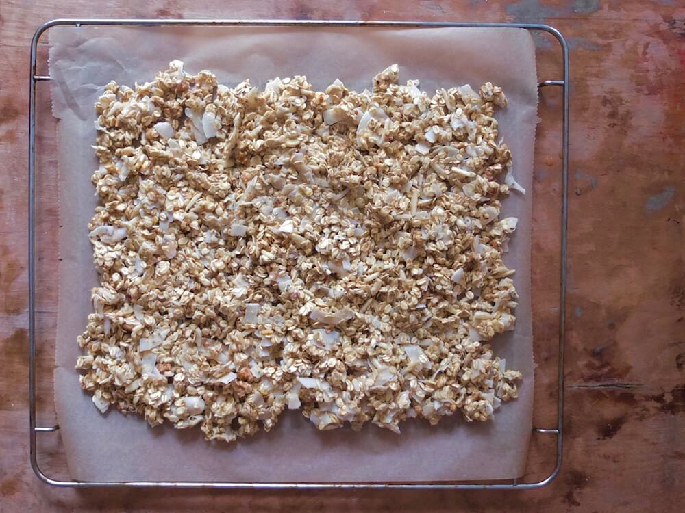 Zubereitung Paleo Knuspermüsli (Kokos-Nuss-Granola) - La Crema Patisserie Foodblog Backblog