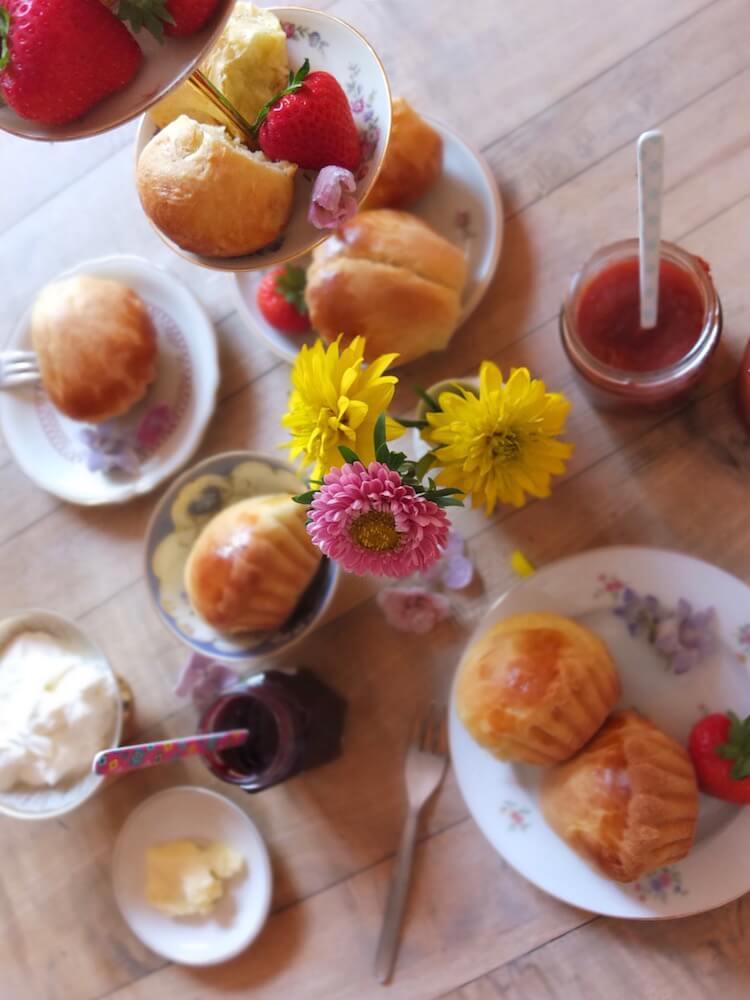 Frühstück mit frischen Brioches - La Crema Patisserie Foodblog Backblog