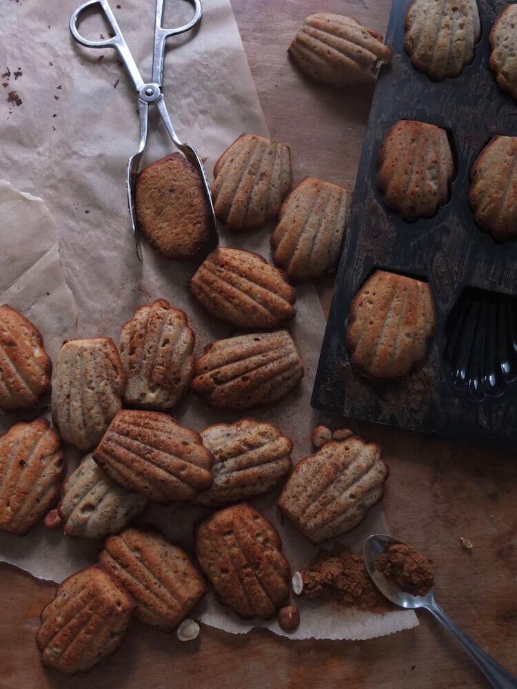 Paleo Haselnuss Madeleines - La Crema Patisserie Foodblog Backblog