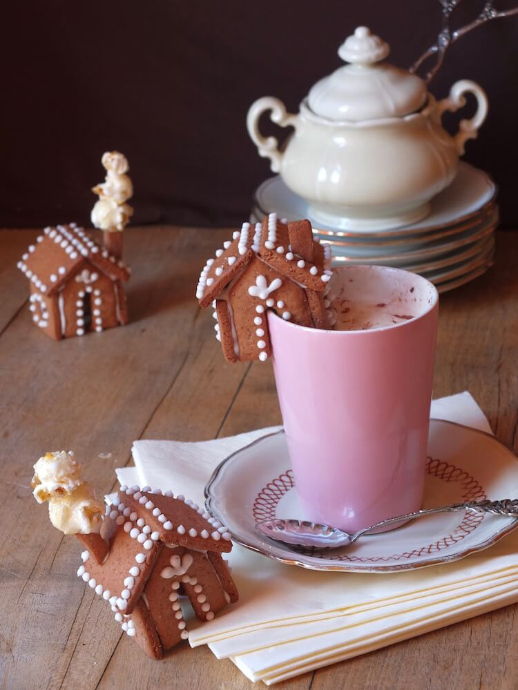 Mini Lebkuchenhäuschen für den Tassenrand | La Crema Patisserie Food- und Backblog