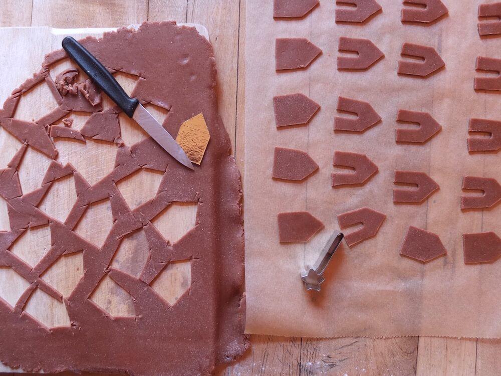 Zubereitung der Mini Lebkuchenhäuschen für den Tassenrand | La Crema Patisserie Food- und Backblog