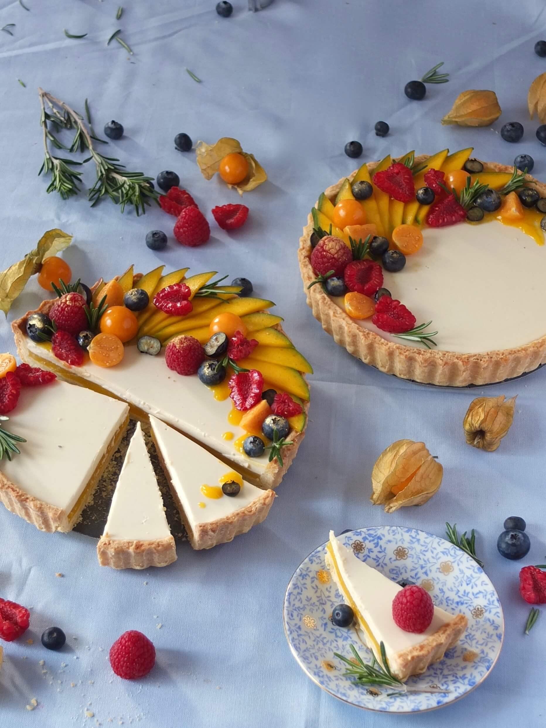 Mango Tarte mit Rosmarin Panna Cotta | La Crema Patisserie Food- und Backblog