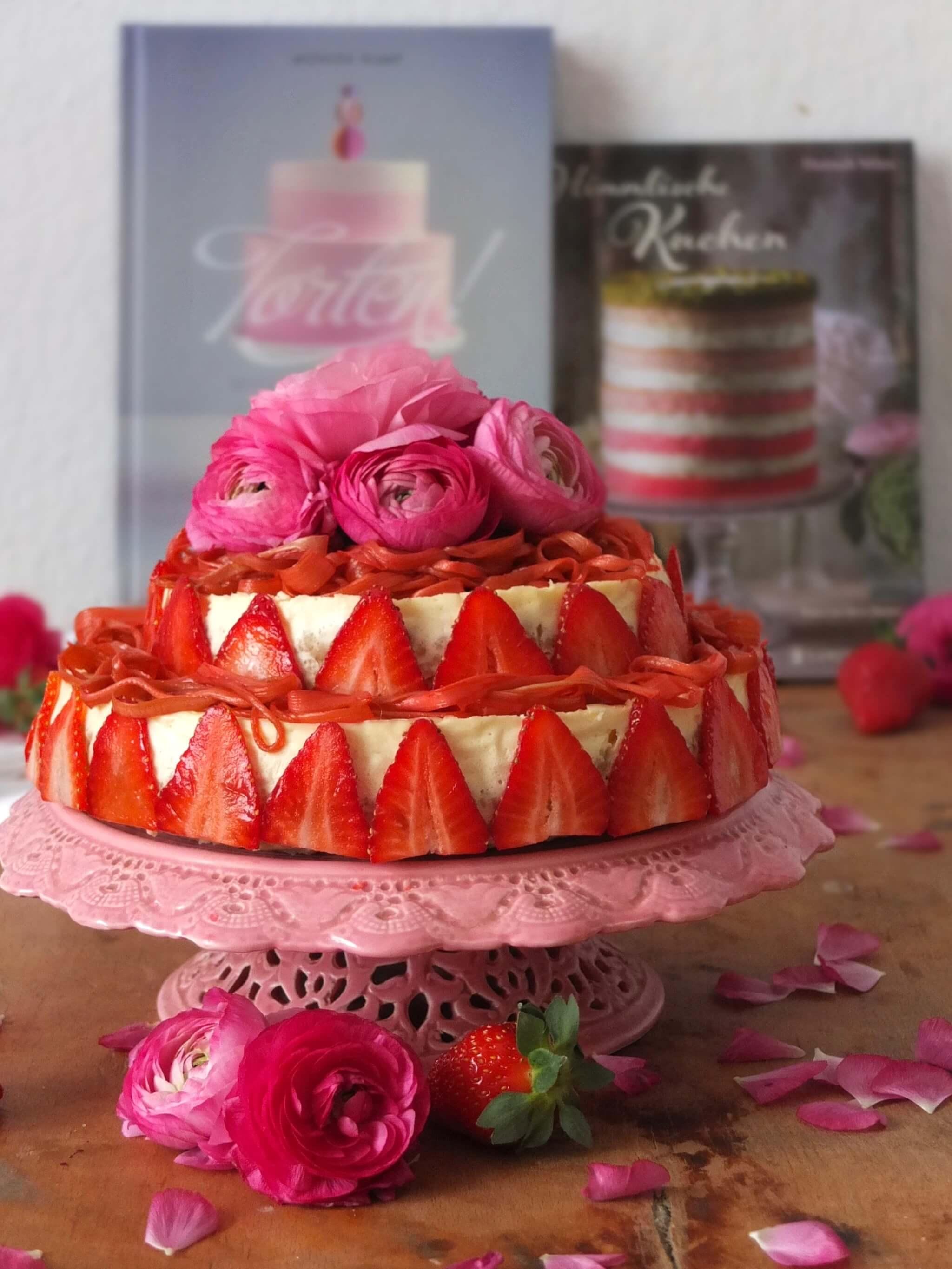 Doppelter Cheesecake mit Erdbeeren und Rhabarber | La Crema Food- und Backblog