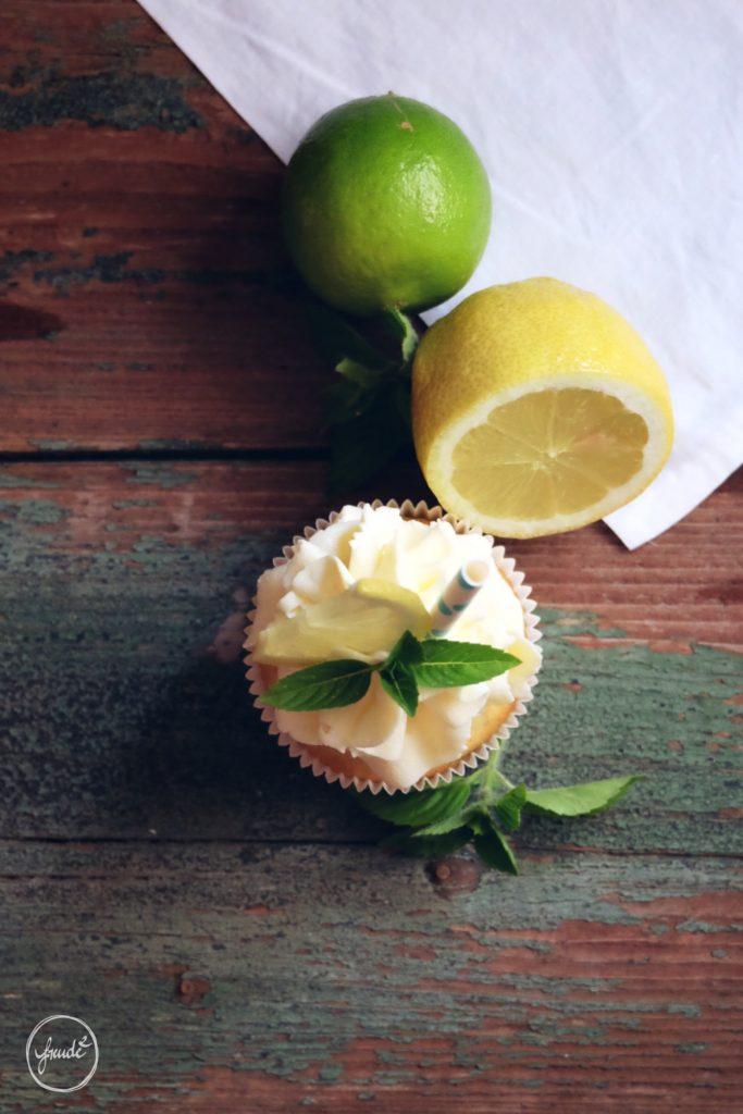 Zitronen Cupcakes mit frischen Gartenkräutern | Rezept