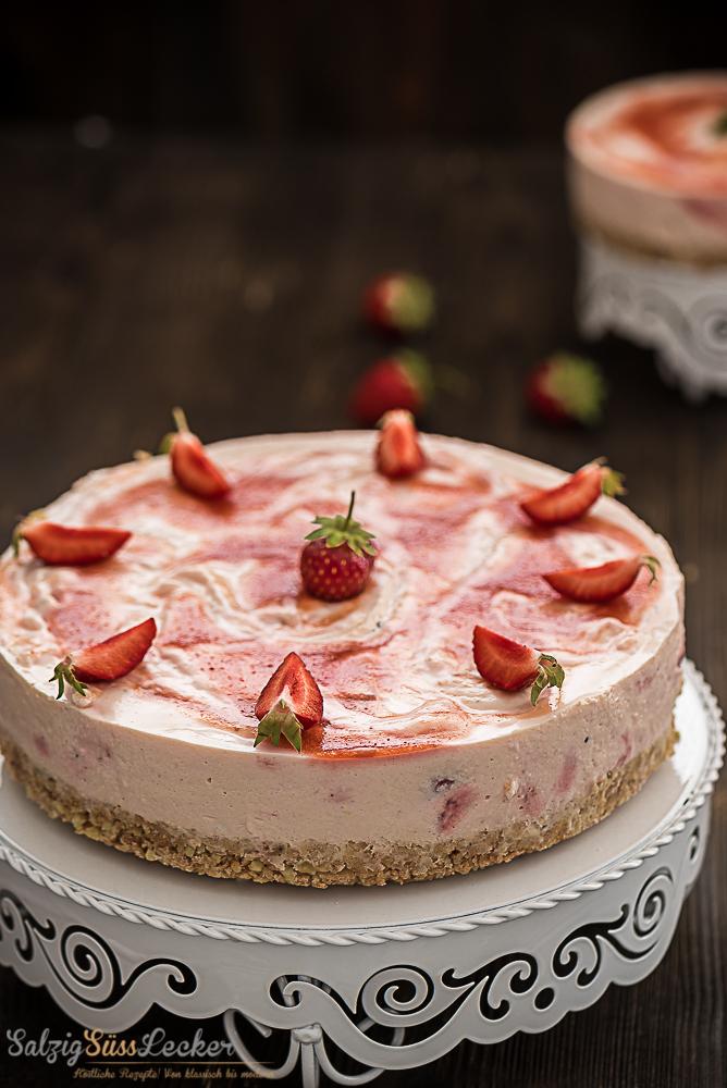 No Bake Erdbeer-Passionsfrucht-Cheesecake | Rezept