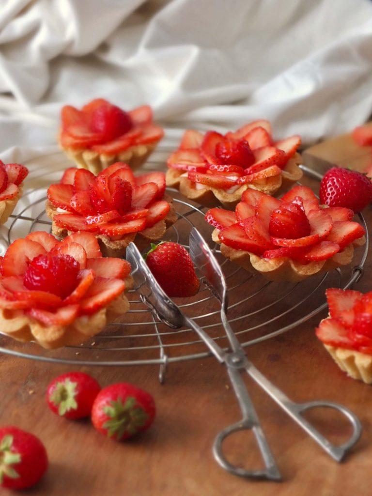 Erdbeertörtchen mit Panna Cotta | Rezept