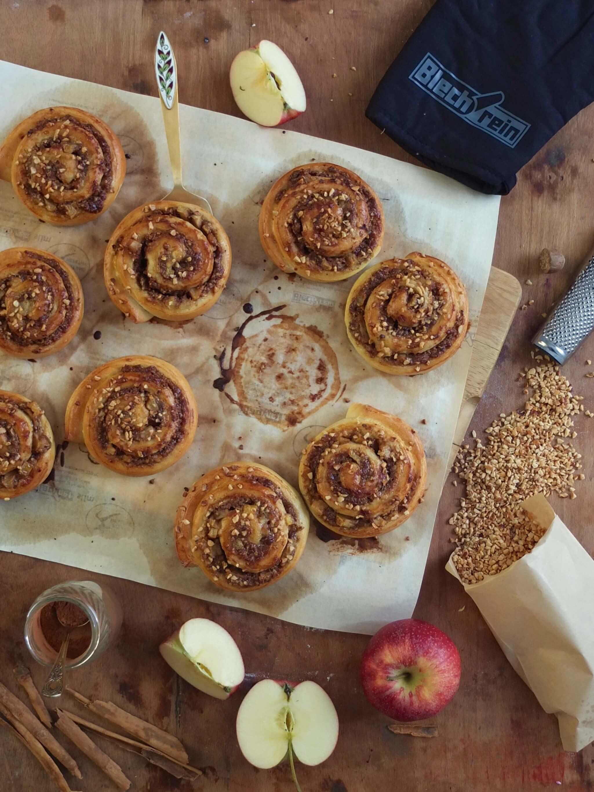 Herbstliche Bratapfel-Nussschnecken | Rezept