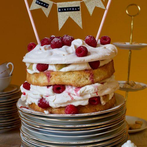 Rezept für eine luftige Pfirsich-Melba-Torte mit Baiser