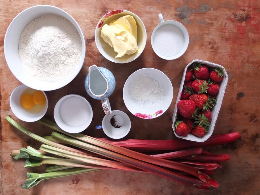 Zutaten Erdbeer-Rhabarber-Tarte / Rosengarten - La Crema Patisserie Foodblog Backblog
