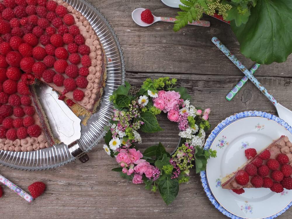 Himbeere-Schoko-Torte mit Mandelbiskuit - La Crema Patisserie Foodblog Backblog
