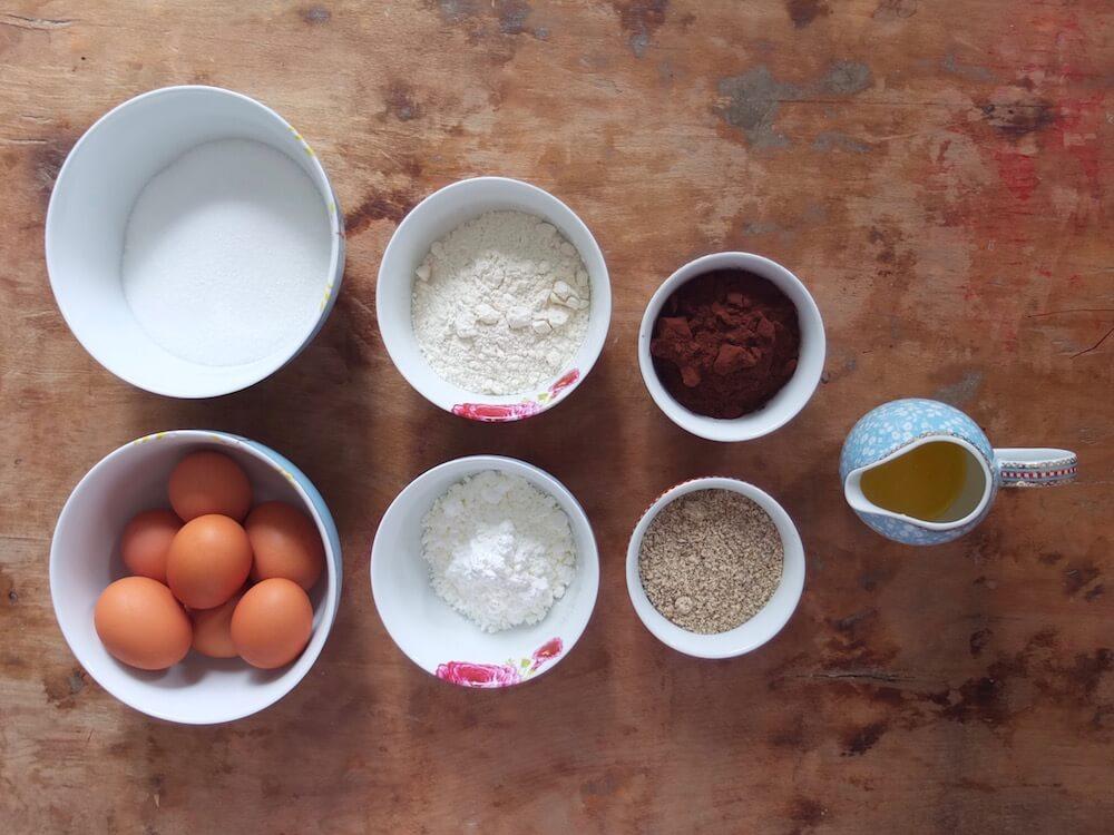 Zutaten Schoko-Stracciatella-Torte mit Kirschen und Beeren - La Crema Patisserie Foodblog Backblog
