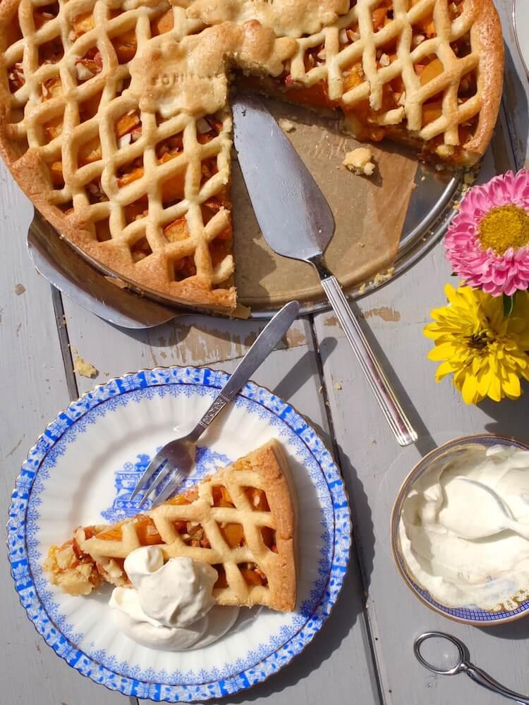 Aprikosentarte mit Ingwer, Thymian und Mandeln - La Crema Patisserie Foodblog Backblog