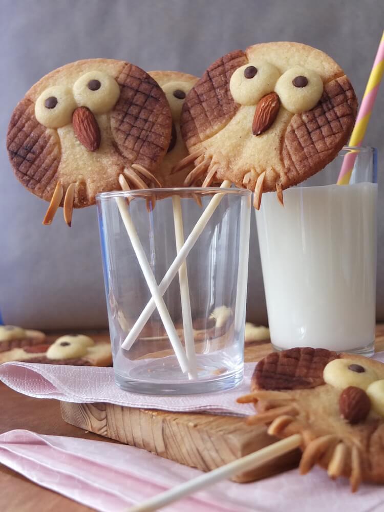 Eulenkekse am Stiel   Owl Cookie Pops - La Crema Patisserie Fooblog Backblog