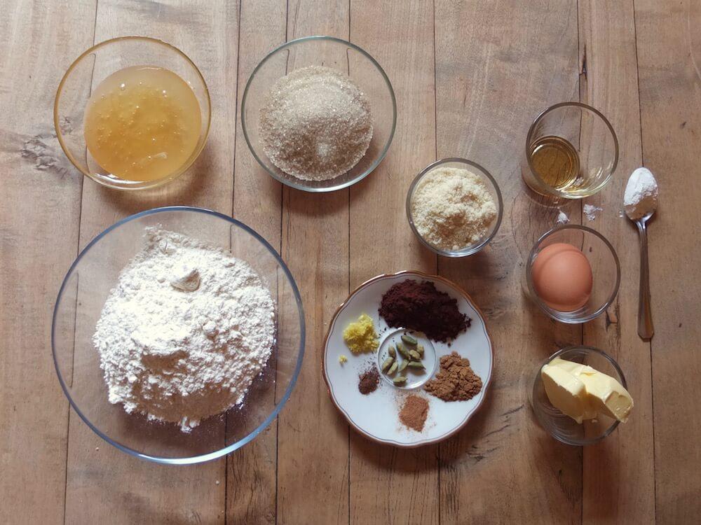 Zutaten für die Mini Lebkuchenhäuschen für den Tassenrand | La Crema Patisserie Food- und Backblog