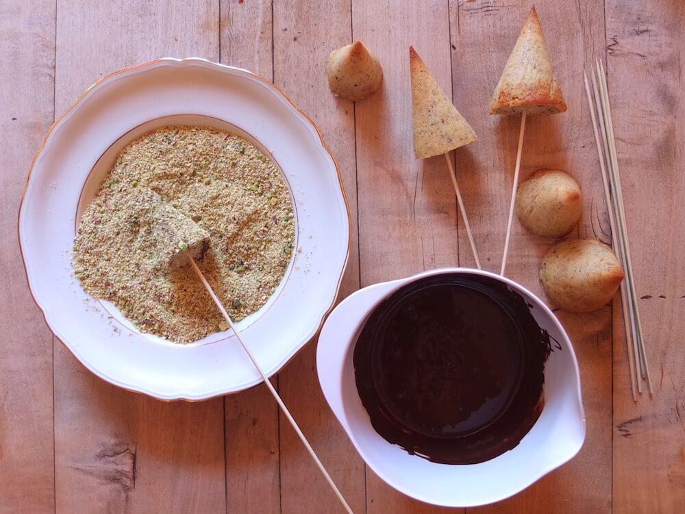 Zubereitung der Deko für die Birne-Helene-Torte | La Crema Patisserie Food- und Backblog