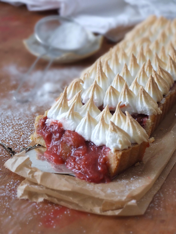 Rhabarber Tarte mit Baiser | La Crema Patisserie Food- und Backblog