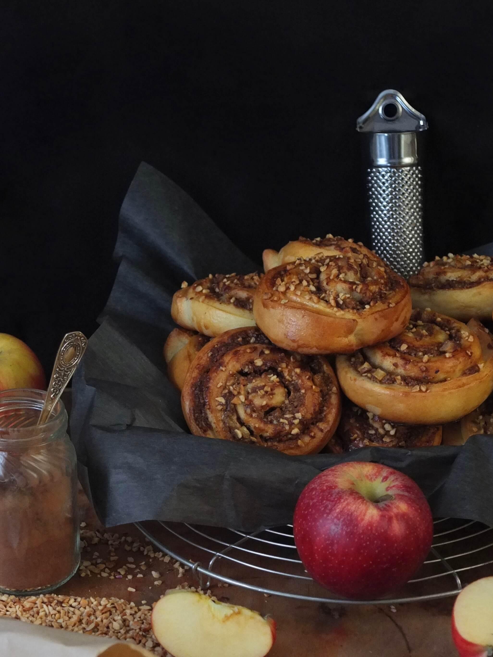Herbstliche Bratapfel-Nussschnecken   Rezept