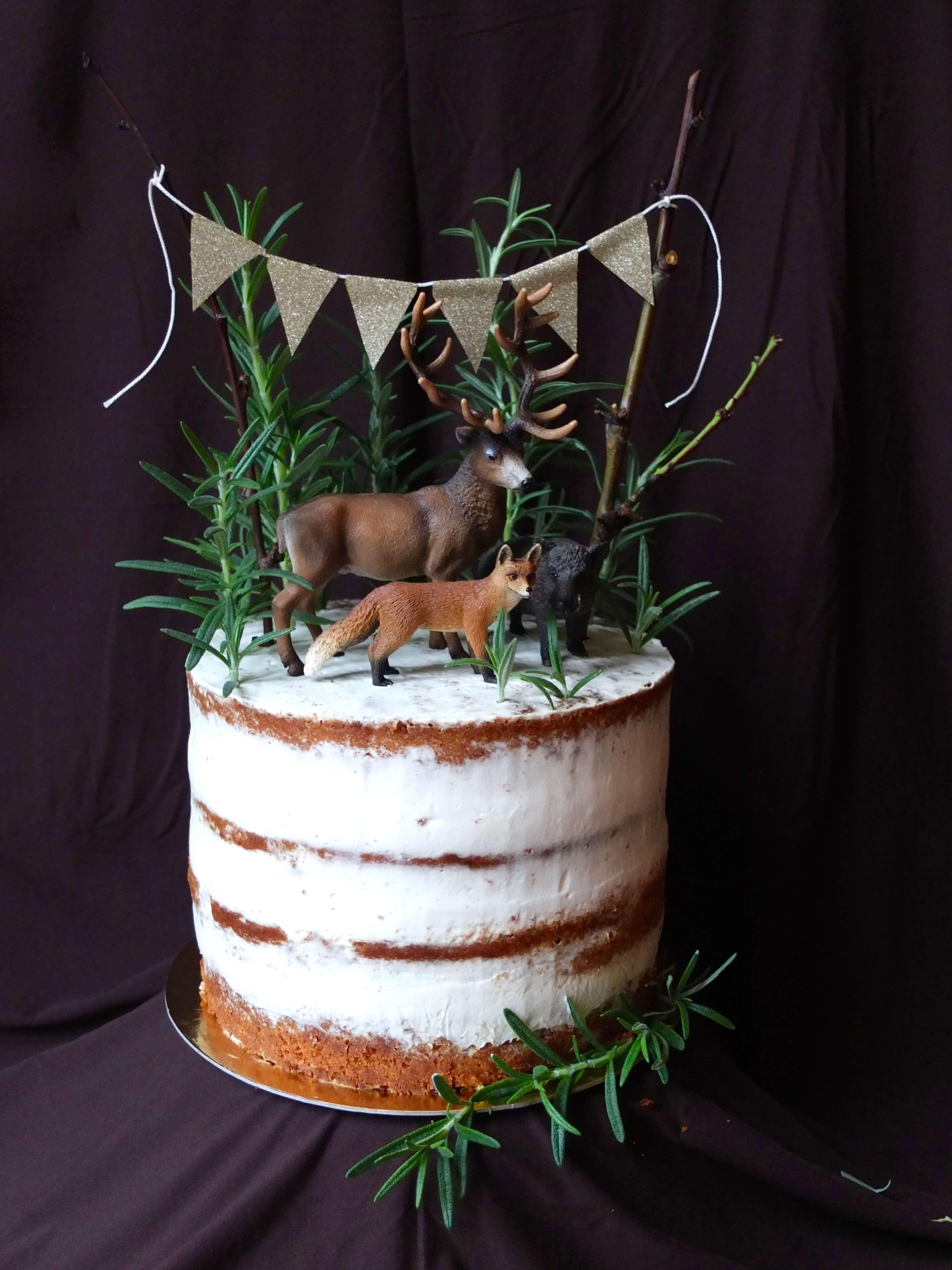 Semi-naked Orangen-Rosmarin-Torte mit Waldtieren | Rezept