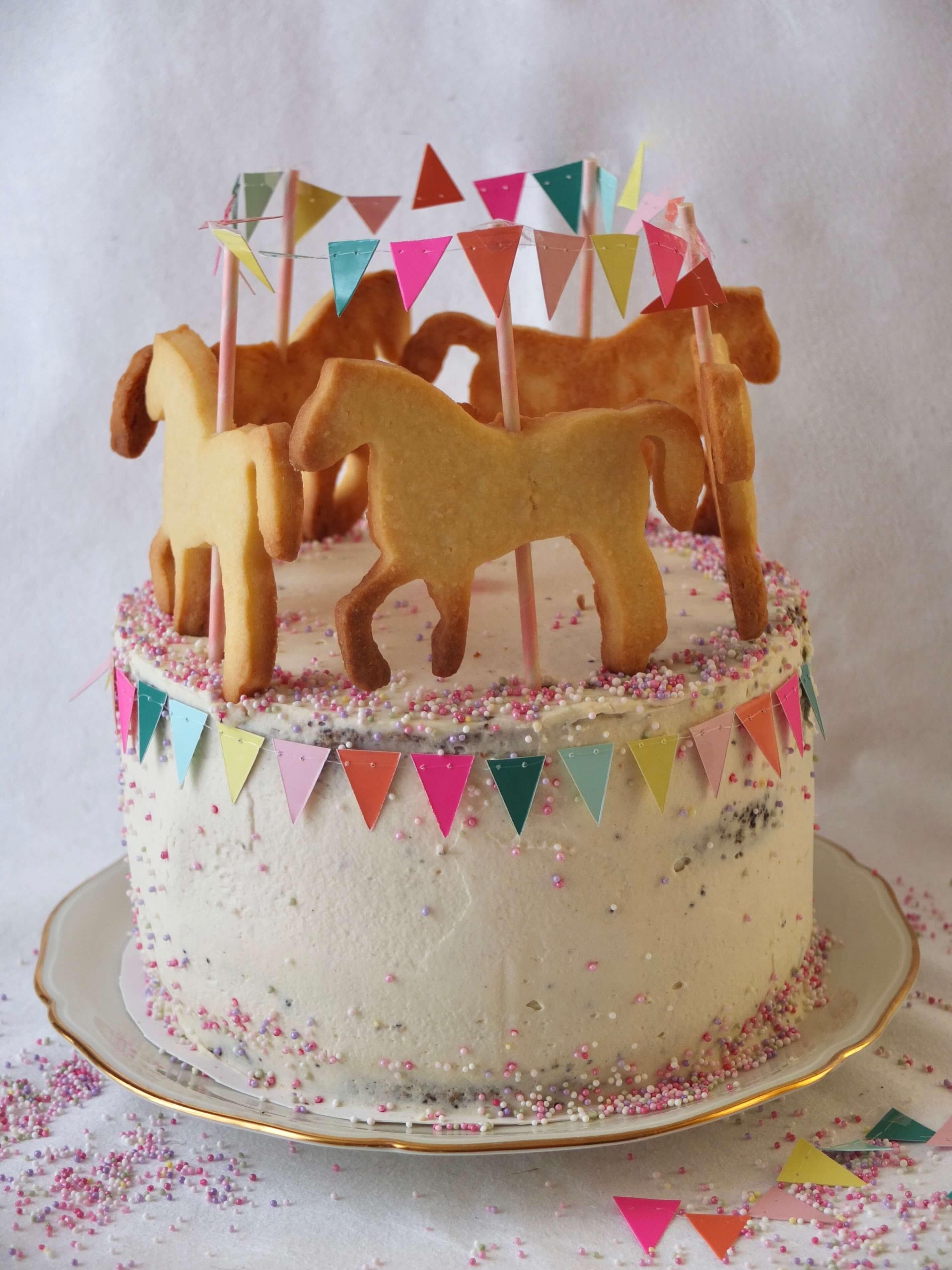 Karussell Torte mit Pferden   Mohntorte mit Pfirsich-Mascarpone-Füllung   Rezept