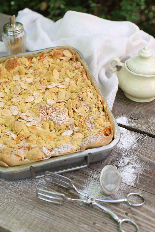 Rezept für saftigen Aprikosen-Streuselkuchen mit Mandeln