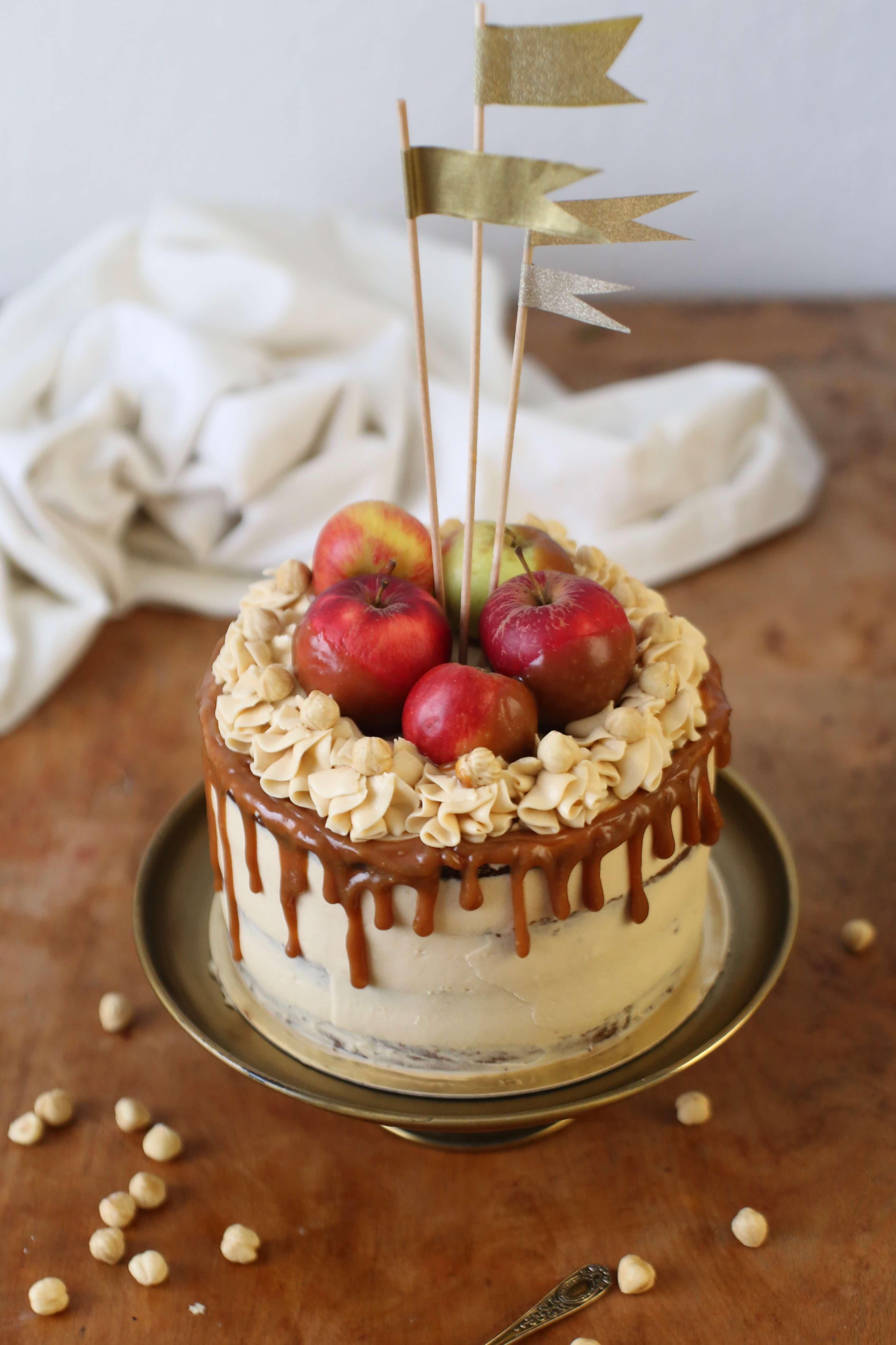 Apfel-Haselnuss-Torte mit Salzkaramell | Rezept
