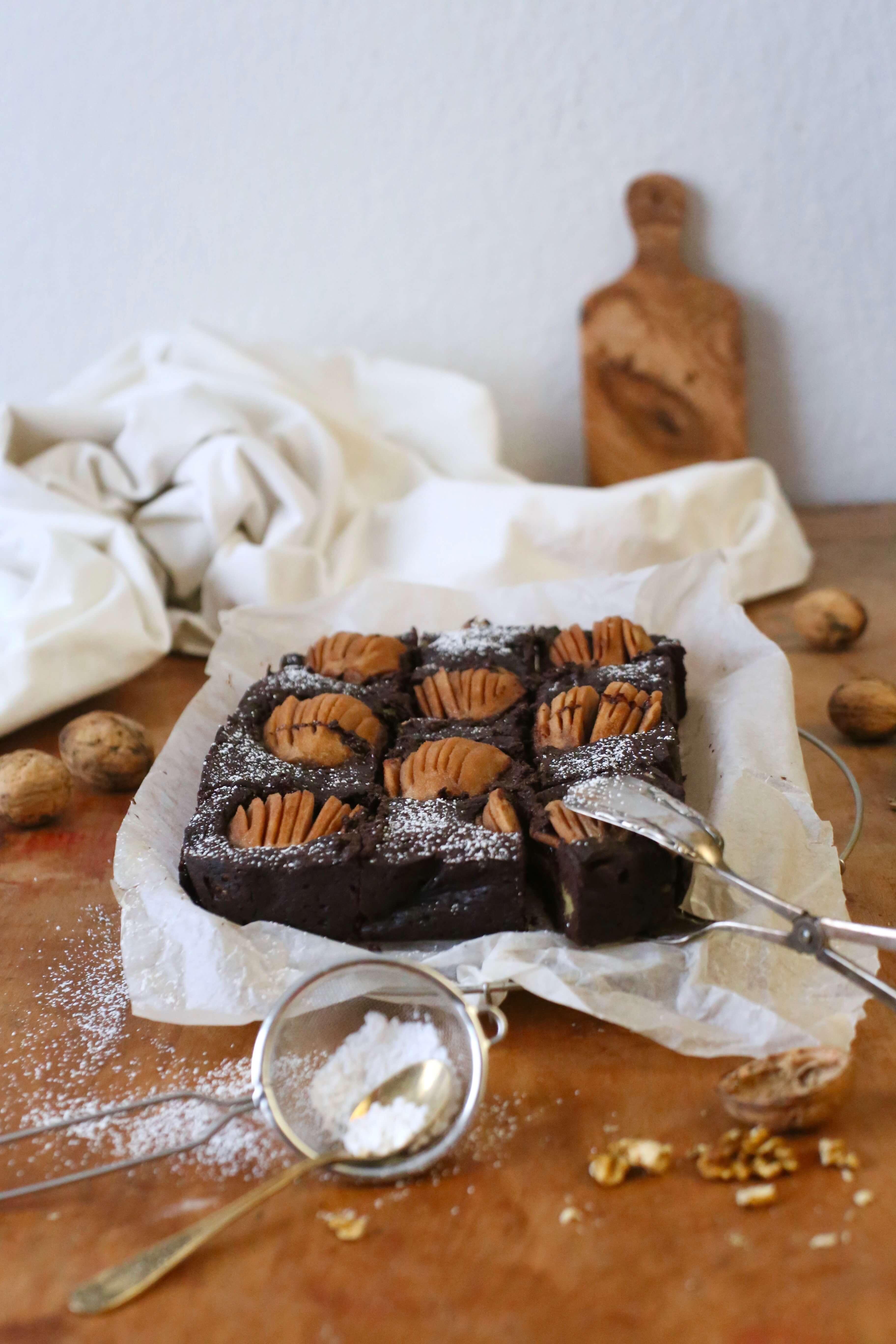 Walnuss Brownies mit Birnen | Rezept