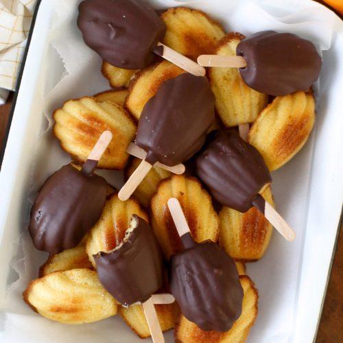 Orangen-Schokoladen-Madeleines am Stiel | Rezept
