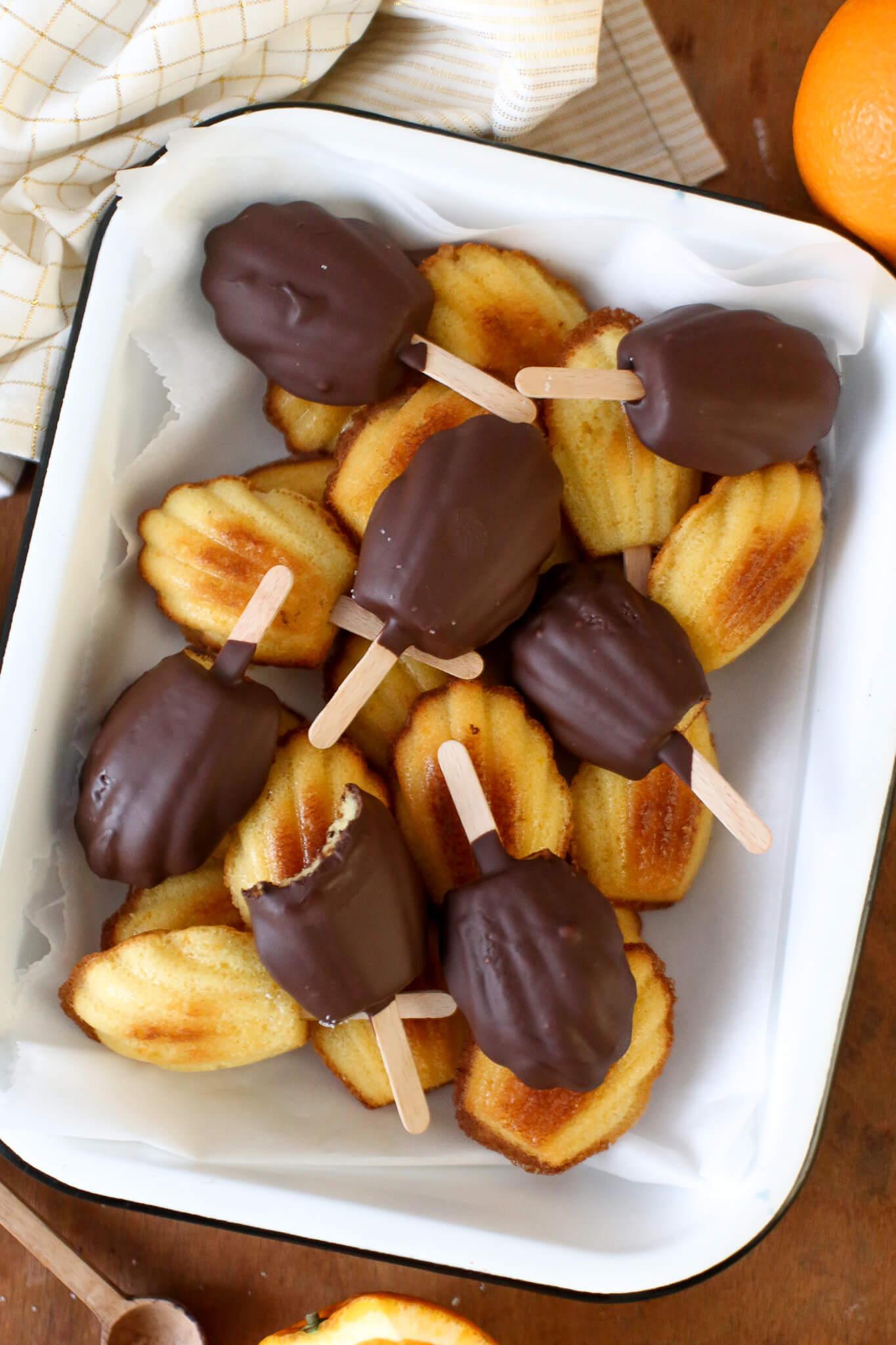 Orangen-Schokoladen-Madeleines am Stiel   Rezept