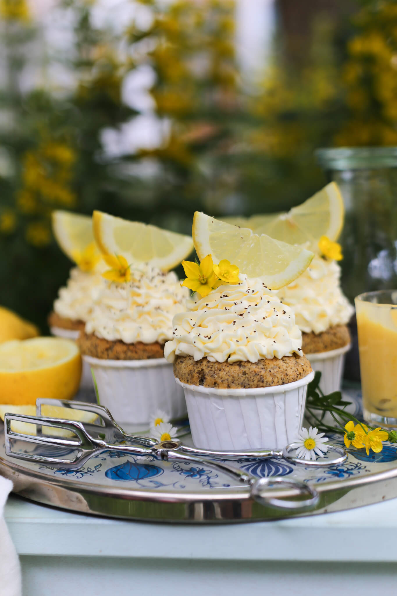 Zitronen-Mohn-Cupcakes mit Lemon Curd
