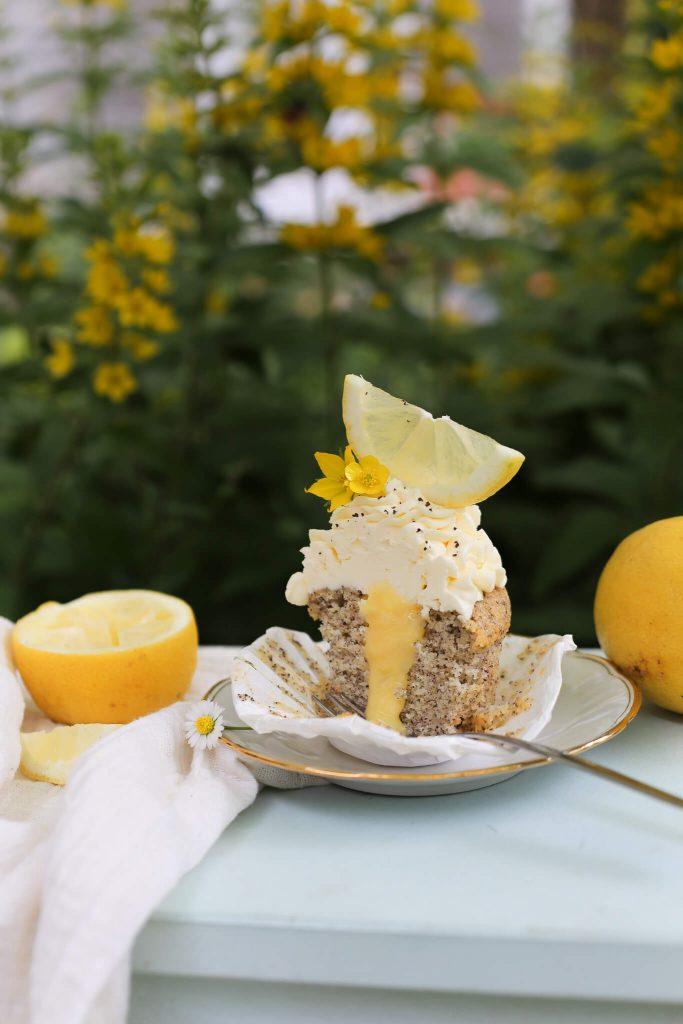 Zitronen-Mohn-Cupcakes mit Lemon Curd