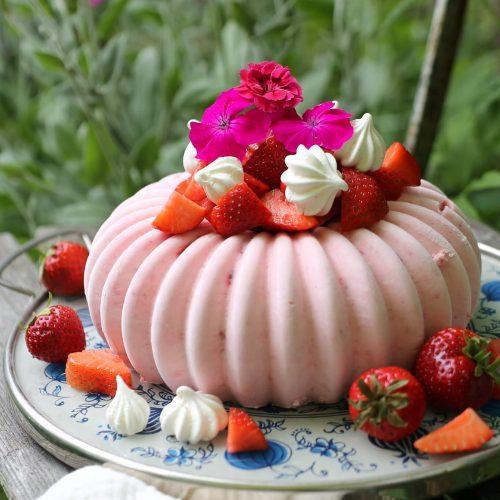 Erdbeer-Eisbombe | Rezept