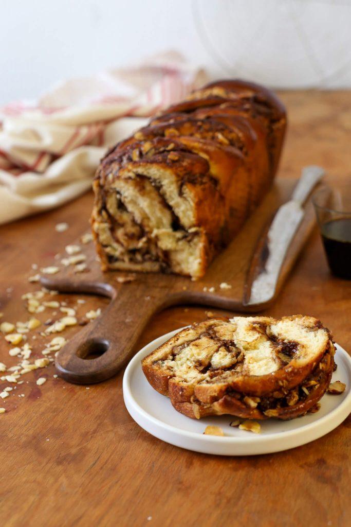 Schokoladen Babka | Hefezopf mit Nougat-Haselnuss-Füllung und Espresso-Glasur | Rezept