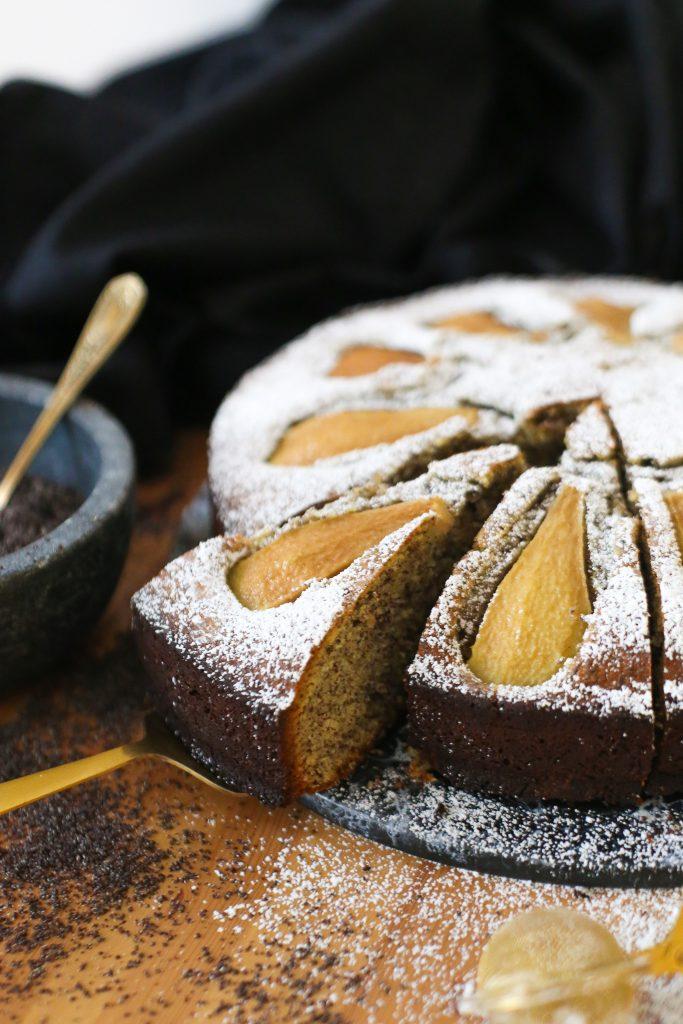 Mohnkuchen mit Birnen & Marzipan | Rezept