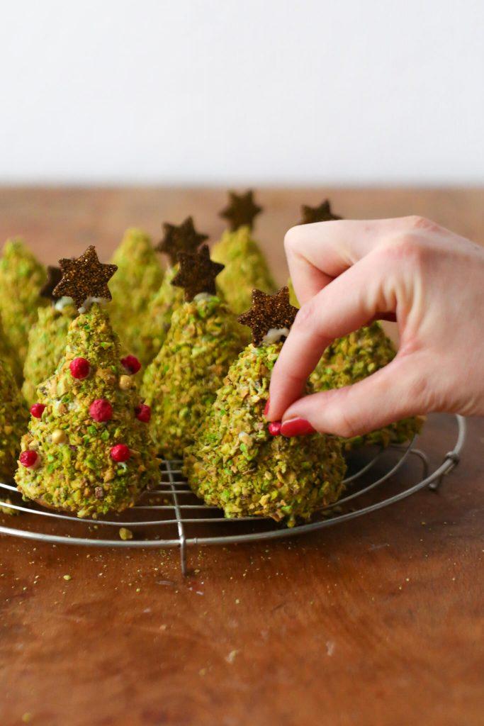 Pistazien Weihnachtsbäume   Gebackene Tannenbäumchen zum Verschenken   Rezept