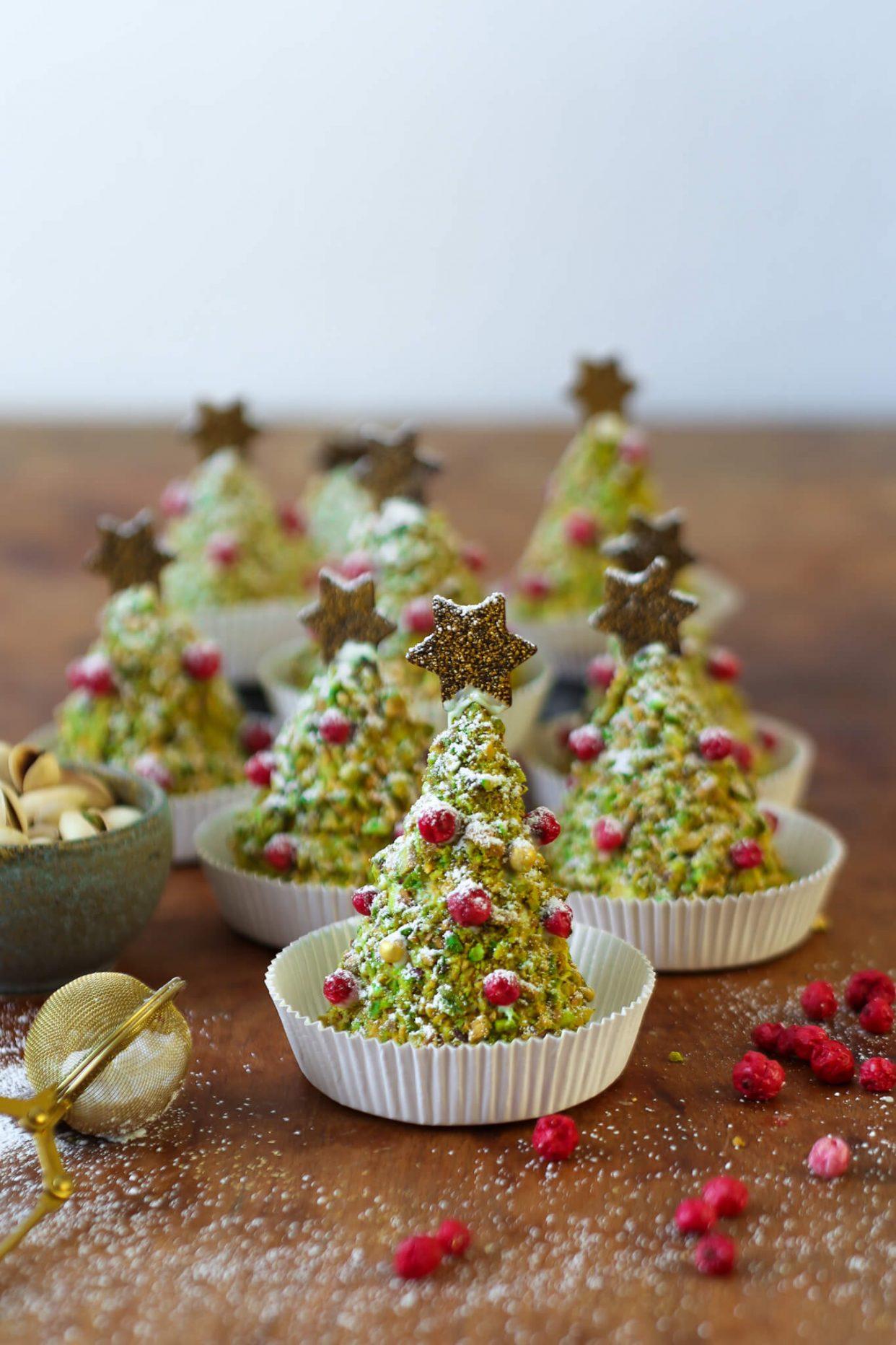 Pistazien Weihnachtsbäume | Gebackene Tannenbäumchen zum Verschenken | Rezept