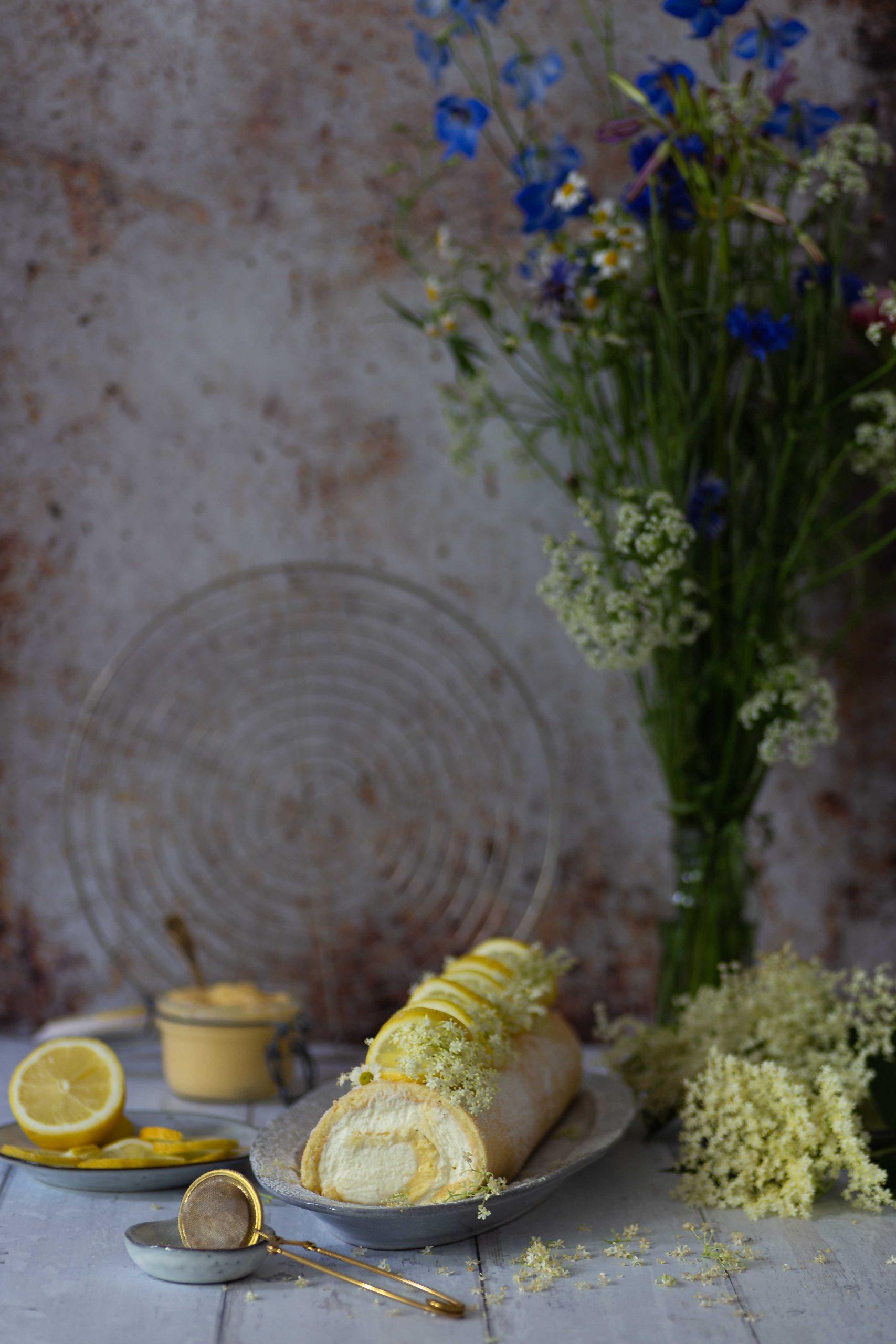 Zitronenrolle | Zitronige Biskuitrolle mit Lemon Curd | Rezept