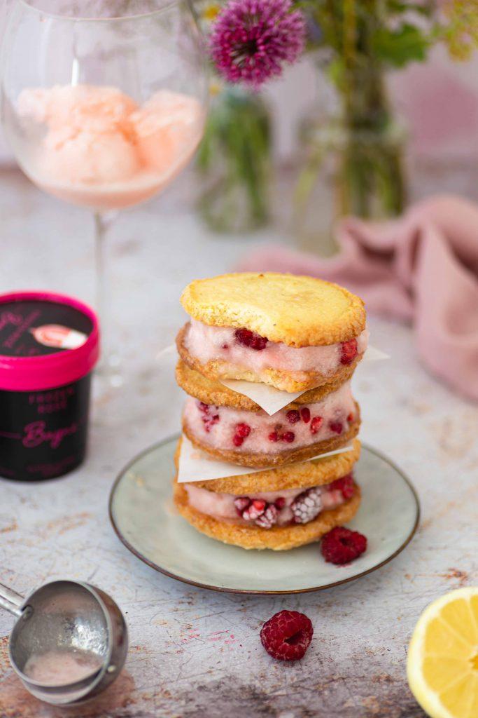 Rezept für beschwipste Ice Cream Sandwiches mit Bayne Frozen Rosé Sorbet | Werbung
