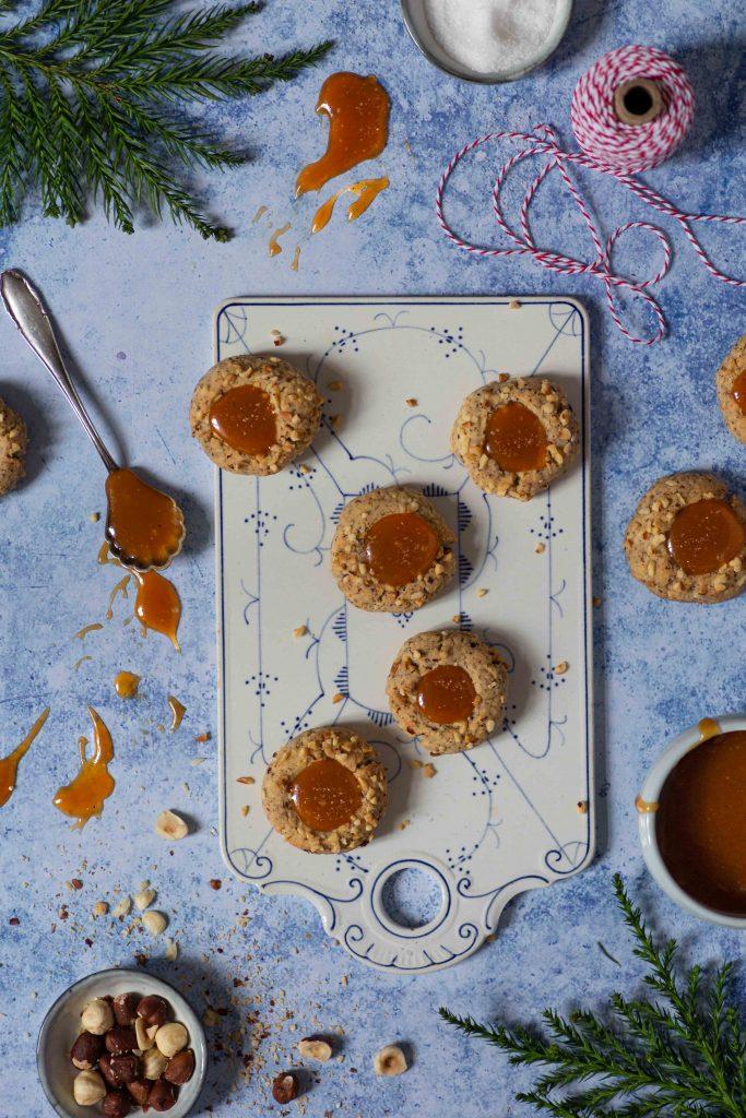 Haselnuss Engelsaugen mit Salzkaramell | Thumbprint Cookies | Rezept