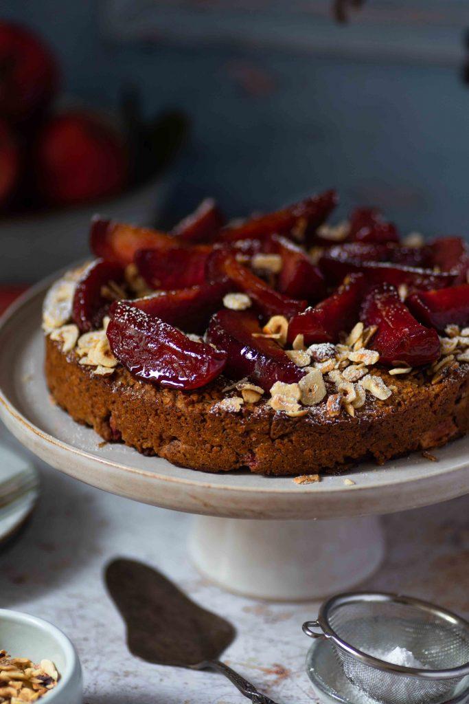 Glutenfreier veganer Apfelkuchen mit Haselnüssen | Rezept