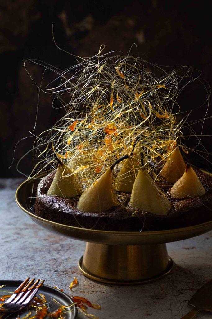 Birnen Brownie mit Karamellfäden | Rezept