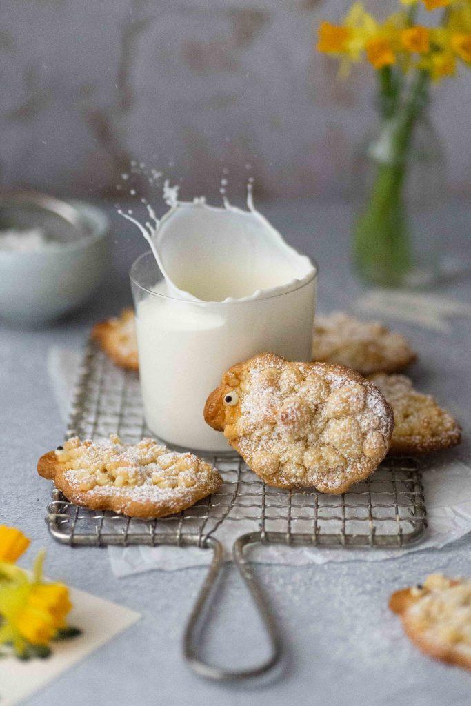 Streusel Schäfchen   süße Osterplätzchen   Rezept