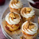 Pflaumen-Streusel-Cupcakes mit Zwetschgenröster | Rezept