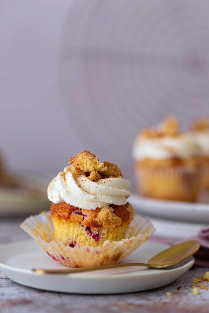 Pflaumenstreusel-Cupcakes mit Zwetschgenröster   Rezept
