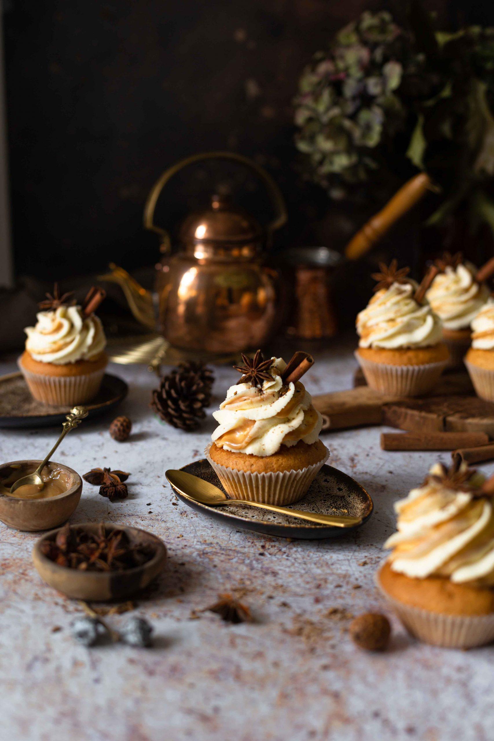 Chai Cupcakes mit Apfel-Kürbis-Chutney & Dulce de Leche | Rezept